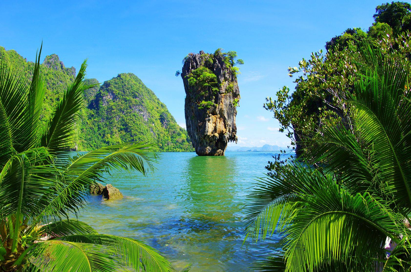 Phuket Luxury SpeedBoat Charter visit Phang Nga Bay and James Bond Island