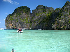 Phi Phi Island Tours feature speedboat running on the crystal water